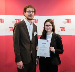 Deutschlandstipendium: Linda Schuster (Stipendiatin der TU Berlin) mit Philipp Brock (innoscale AG) - Copyright TU Berlin/Jacek Ruta