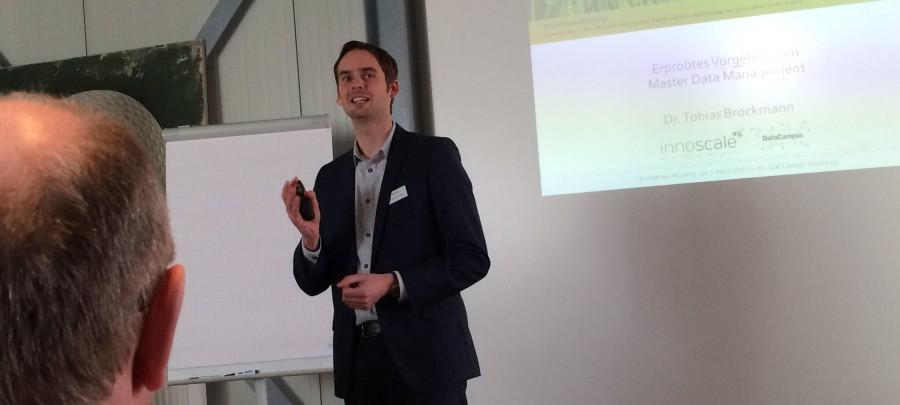 Dr. Tobias Brockmann (innoscale AG) trägt vor