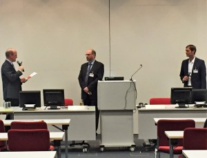 Dr. Tobias Brockmann (innoscale AG, rechts) beim Vortrag