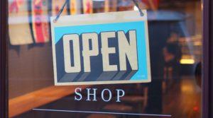 Die Läden haben geöffnet – wenn nicht vor Ort, dann im Online-Shop und E-Commerce